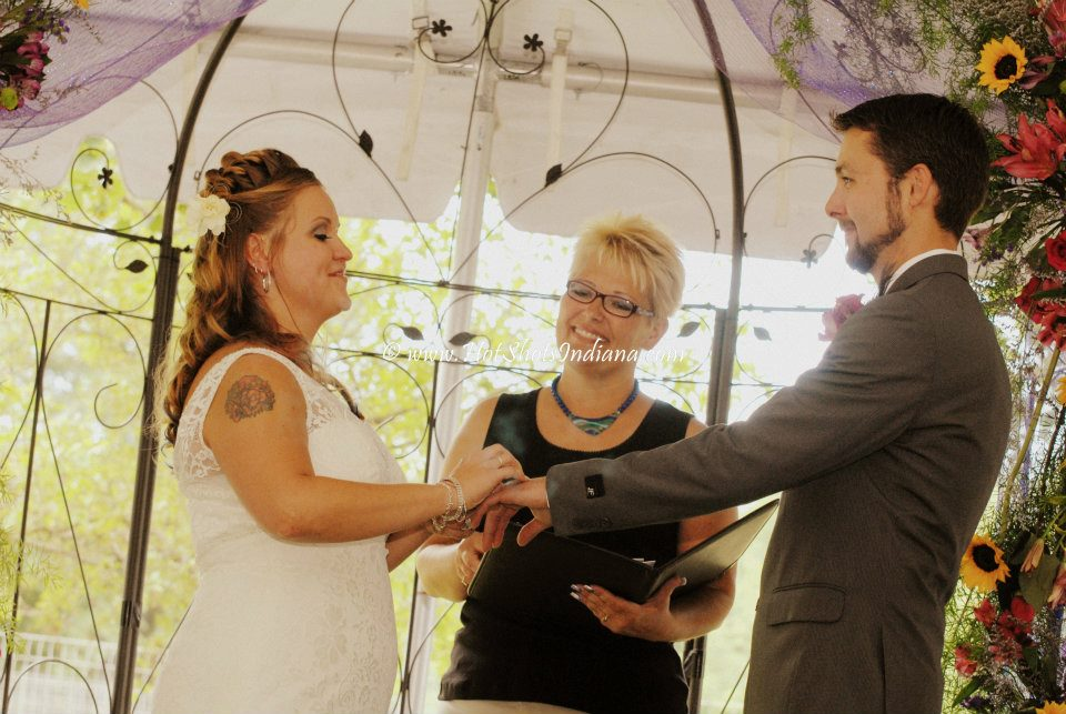 Your Wedding Officiant in Indianapolis. Get married today with the cheapest wedding in Indy. Indy's Wedding Officiant is ready to help you elope.  Elopements performed daily.